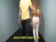 Видео в одежде на улице