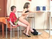 Молодая русская мать соблазнила сына