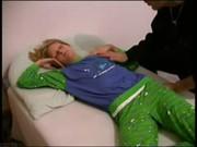 Трахает пьяную спящую порнокопилка
